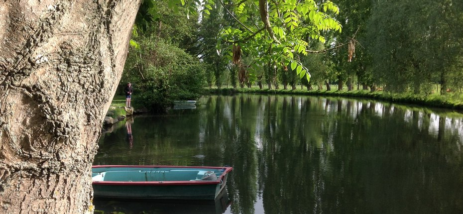 camping-eure-et-loire-balade-barque-riviere