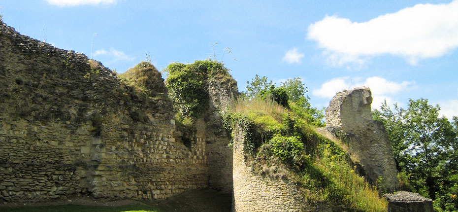 camping-ivry-la-bataille-chateau-chatelet-d-entree