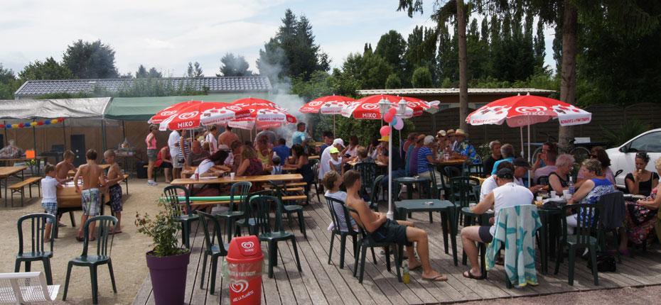 terrasse-snack-camping-proche-paris